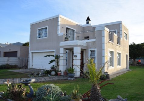 3 Bedroom Home, Sandbaai