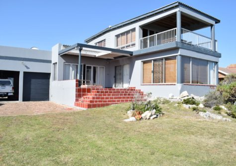 5 Bedroom Home For Sale in Sandbaai