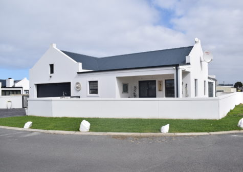 3 Bedroom Home for Sale in Sandbaai, Mooizicht Gardens