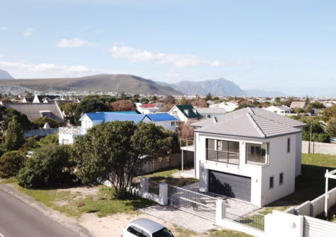 3 Bedroom Home For Sale, Sandbaai