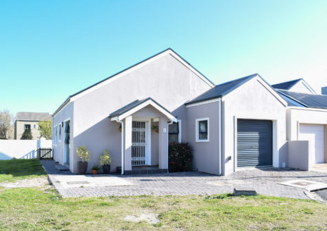 8 Shaun Close, Sandy Dunes, Sandbaai