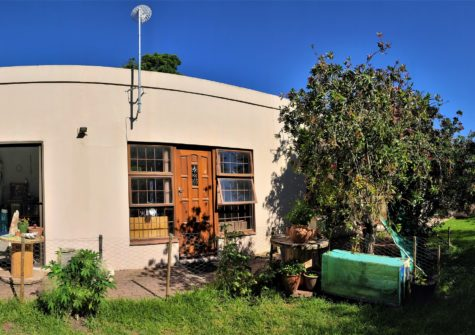2 Bedroom Home in Sandbaai